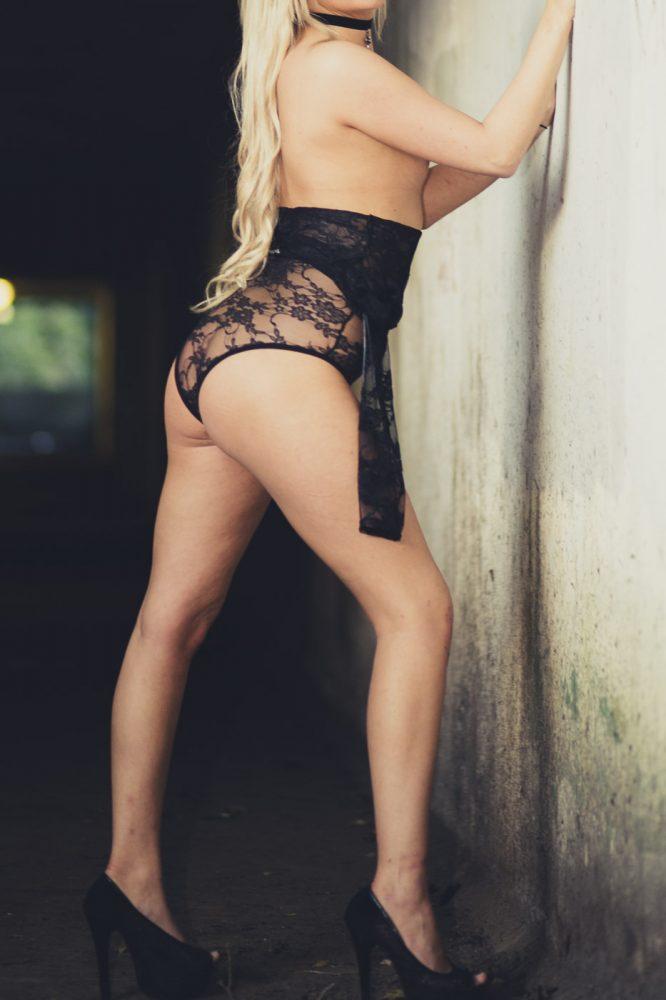 blonde , preston , escort