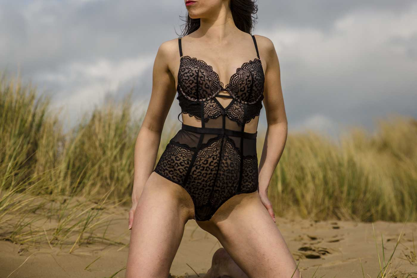 brunette southport escort, slim, gfe